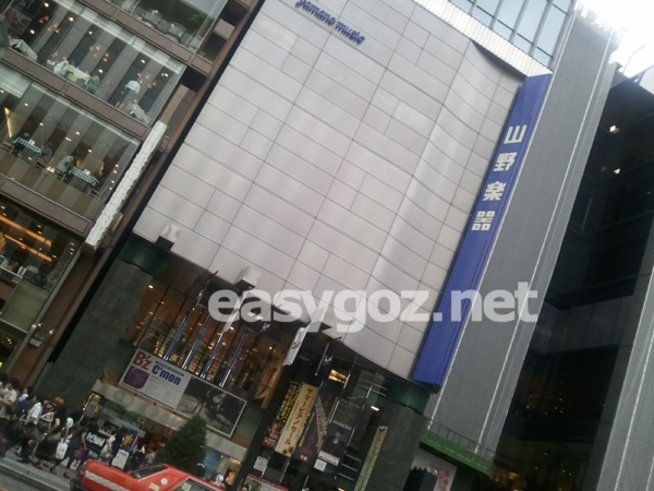 「C'mon」銀座山野楽器と渋谷タワレコの店頭 / うちわ、フライヤーの写真